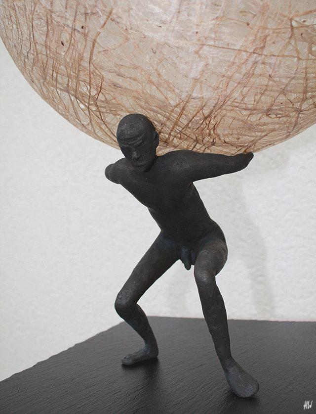 Heidrun Wettengl: Atlas (Detail), Bronze und Kozofasern, 58x36x36 cm, 2016. Alle Rechte vorbehalten.