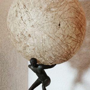 Heidrun Wettengl: Atlas, Bronze und Kozofasern, 58x36x36 cm, 2016. Alle Rechte vorbehalten.