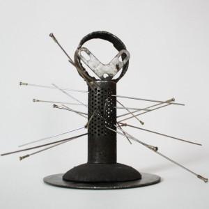 Heidrun Wettengl: Extraterrestrial, Schrottteile, 23x30x30 cm, 2015. Alle Rechte vorbehalten.