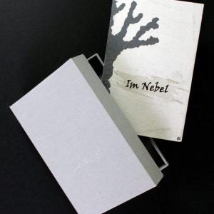 Heidrun Wettengl: Im Nebel, Künstlerbuch mit Kassette, Mixed Material, 30x19,5 cm, 2014. Alle Rechte vorbehalten.