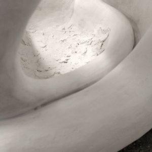 Heidrun Wettengl: Innig (Detail), Gips auf Hasendraht, 87x82x57 cm, 2014. Alle Rechte vorbehalten.
