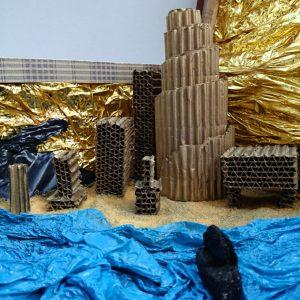 Heidrun Wettengl: One World (Detail 2), Mixed Material im Koffer, 52x60x46 cm, 2015. Alle Rechte vorbehalten.