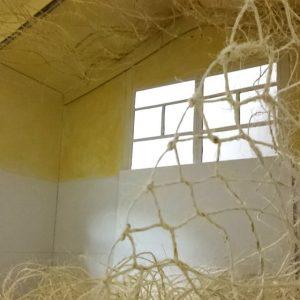 Heidrun Wettengl: Seil-Schafft 12, Installationsidee, Fotoserie, 19x11 cm, Modell aus Pappe, Seil, Draht, 2015. Alle Rechte vorbehalten.
