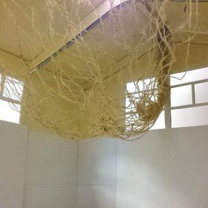 Heidrun Wettengl: Seil-Schafft 3, Installationsidee, Fotoserie, 19x11 cm, Modell aus Pappe, Seil, Draht, 2015. Alle Rechte vorbehalten.