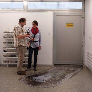 Heidrun Wettengl: Ausgang Not (Ansicht 1), begehbarer Bodenaufkleber, 305x133 cm, 2019. Alle Rechte vorbehalten.