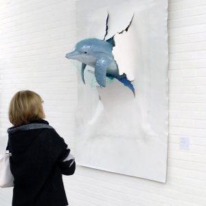 Heidrun Wettengl: Durchbruch? (Ausstellungsansicht), Netz, Acryl, Pappe, Pappmachee, Draht auf HDF-Platte, 152x111x58 cm, 2019. Alle Rechte vorbehalten.