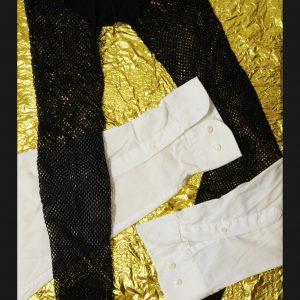 Heidrun Wettengl: Reden ist Gold III, Textilien auf Rettungsdecke, 50x40 cm, 2021. Alle Rechte vorbehalten.