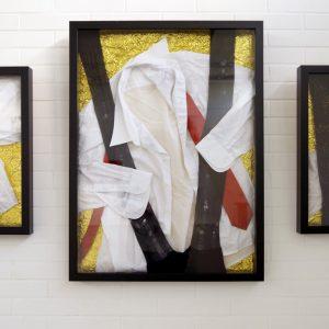 Heidrun Wettengl: Reden ist Gold I-III (Hängung), Textilien auf Rettungsdecke, 80x140+ cm, 2021. Alle Rechte vorbehalten.